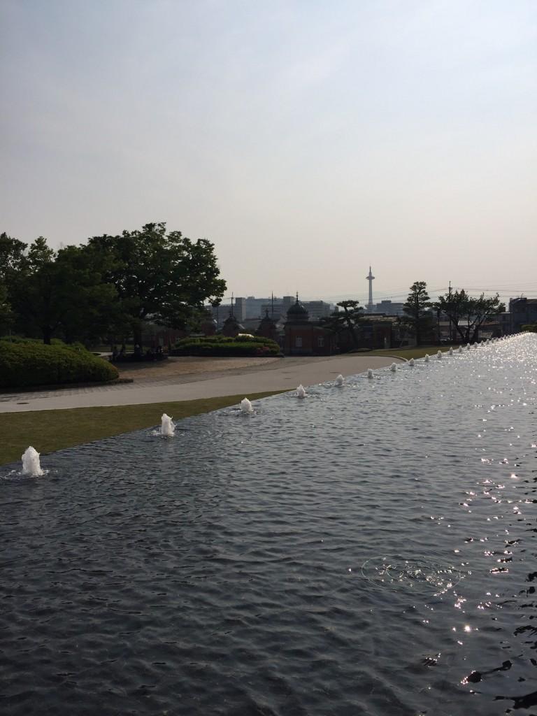 京都タワー水辺